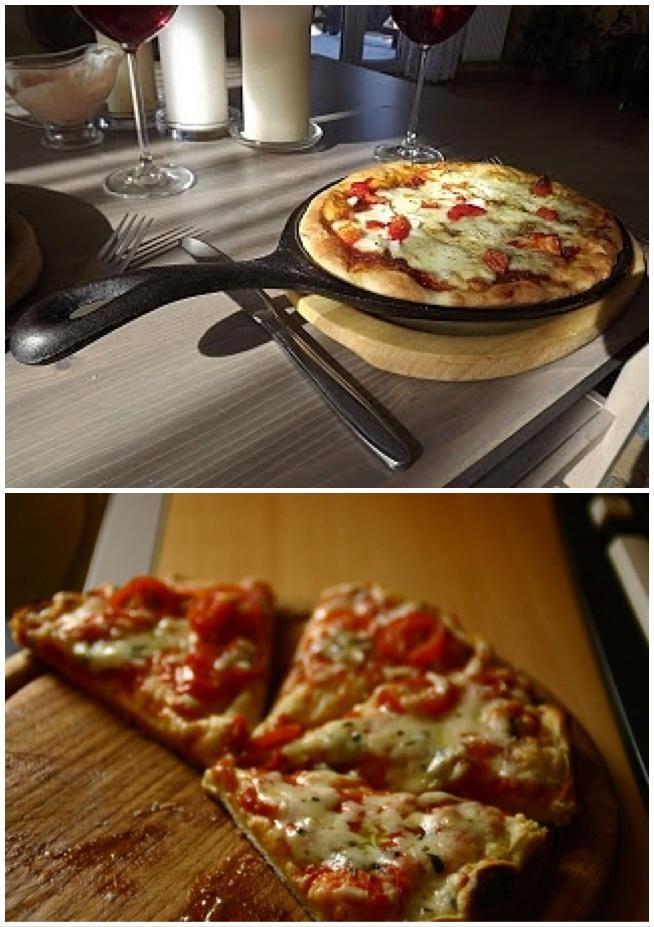 Składniki: ciasto na pizze: 300 g mąki pszennej 200 ml wody 3 łyżki oliwy 1 łyżeczka proszku do pieczenia 1 łyżeczka ziół prowansalskich sól do smaku sos i dodatki: puszka przecieru pomidorowego 1 łyżka oliwy zioła prowansalskie, sól pieprz - po szczypcie 100 g wędliny drobiowej 200 g mozzarelli KROK 1: Wszystkie składniki na ciasto na pizze mieszam, a potem wyrabiam. Ma konsystencję podobną do pierogowego ciasta. W tym czasie robię sos podsmażając przecier pomidorowy z oliwą i przyprawami. KROK 2: Dzielę na 3 części, bo będą z tego 3 pizze. KROK 3: Wałkuję na blacie podsypanym mąką. KROK 4: Patelnię (zimną) smaruję lekko olejem lub oliwą i kładę rozwałkowany płat. Stawiam na ogniu i podsmażam, aż od spodu będzie zrumieniona. Wtedy obracam i smaruję sosem. KROK 5: Nakładam dodatki i przykrywam pokrywą. Tak smażę aż roztopi się ser, a dół będzie rumiany. Podaję póki gorąca!