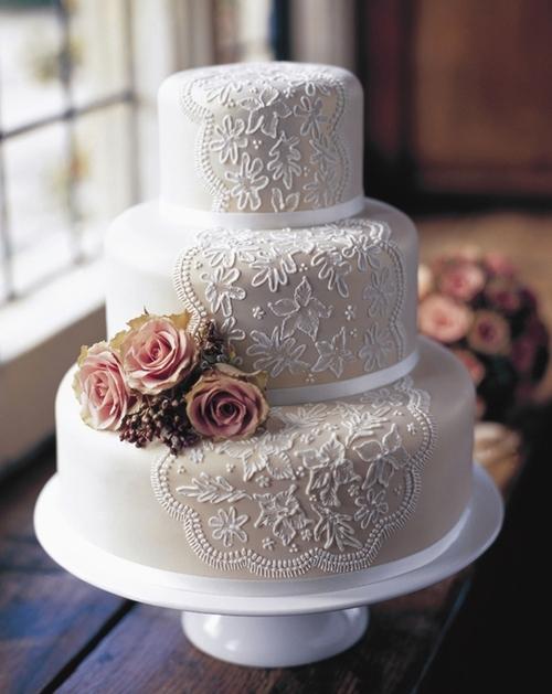 Przepiękny tort weselny <3 Koronka z lukru i kwiaty