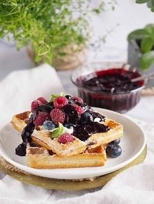 Gofry jagodowe ze słodkim twarożkiem / Blueberry waffles with sweet cream cheese