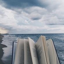 Uciec i czytać.