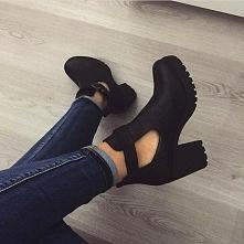 Dziewczyny szukam butów jak na zdjęciu lub podobnych..