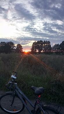 Cudowny widok...rower i piękny zachód słońca. ☺️
