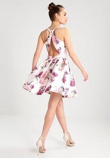 Rozkloszowana sukienka koktajlowa w kwiaty Chi Chi London Petite BEE.