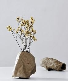 Co powiecie na wazon imitujący kamień? :)