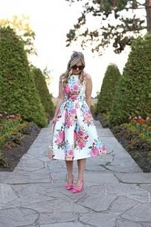 Sukienka w kwiaty Chi Chi London.