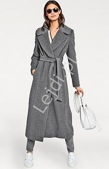 Szary długi wełniany płaszcz. Płasz wykonany z wełny z pierwszego strzyżenia - miększe, lepszej jakości runo. Płaszcz bardzo elegancki wiązany w pasie paskiem. Idealny na chłodn...
