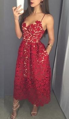 Przepiękna koronkowa sukienka.