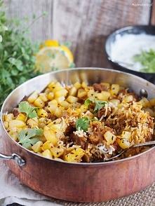 cudownie doprawiony i aromatyczny ryż z różnymi dodatkami, w tym wypadku z zi...