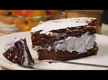 Ciasto czekoladowe z 2 składników  Składniki:  250 g mlecznej czekolady  4 jajka (4 białka i 4 żółtka)  Przygotowanie:  Czekoladę pokroić na mniejsze kawałki. Oddzielić białka o...