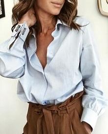 niebieska koszula i brązowe...