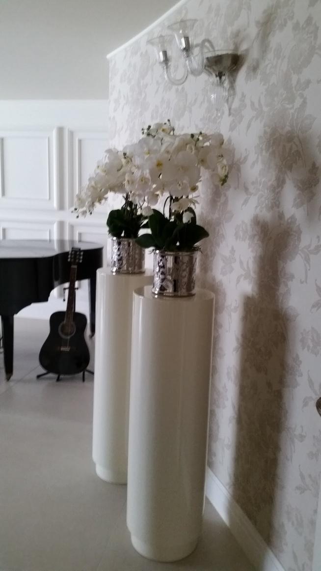 sztuczne storczyki z pracowni tendom.pl w eleganckim domu klienta