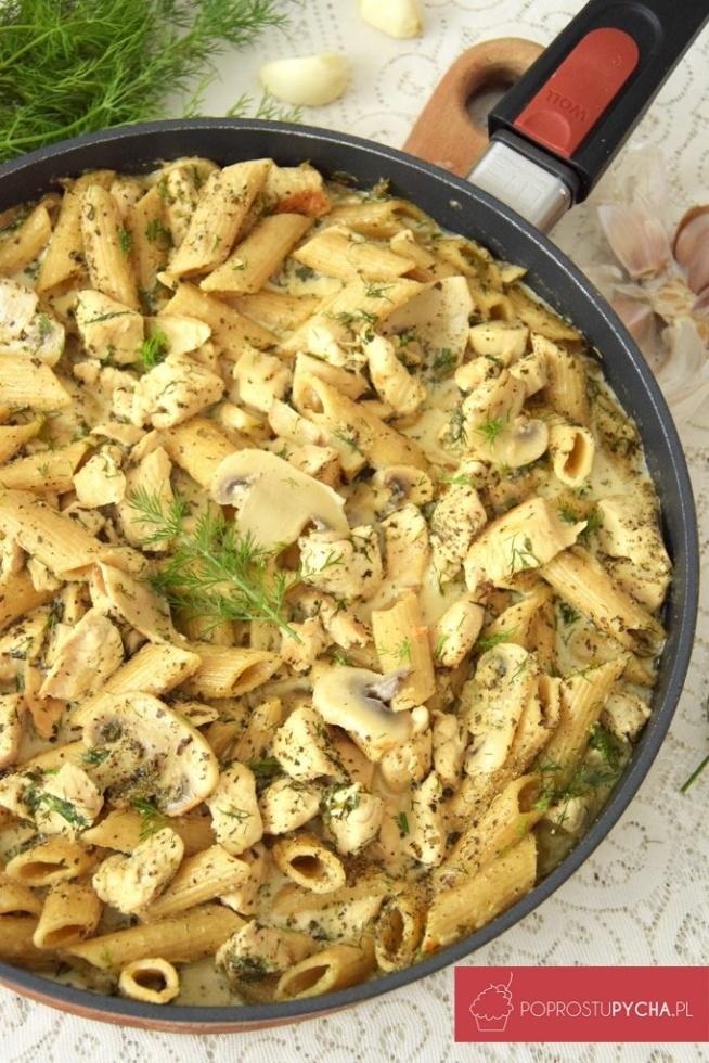 Kurczak z makaronem w sosie koperkowo-czosnkowym :)