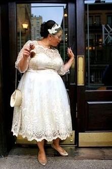 Sukienki Chi Chi London pięknie wyglądają na każdej kobiecie.