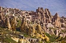 Kapadocja,Turcja- Znana jest przede wszystkim z charakterystycznych form tufo...