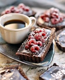 Mini tarty czekoladowe z solonym karmelem. Przepis po kliknięciu w zdjęcie.