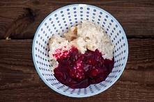Zapiekany, waniliowy pudding ryżowy z wiśniami