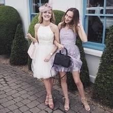 Przepiękne dziewczyny w sukienkach Chi Chi London.