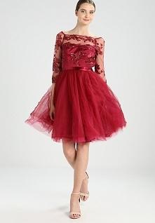 Przepiękny kolor sukienki koktajlowej Chi Chi London SHEENA.