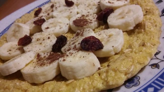 OMLET OWSIANKOWY Idealny na śniadanie bądź kolację :)  ~3 łyżki płatków owsianych ~1 łyżka jogurtu naturalnego  ~jajko Wszystko mieszamy i wykładamy na rozgrzaną patelnie z odrobiną oleju (ja smaże, na oleju kokosowym)