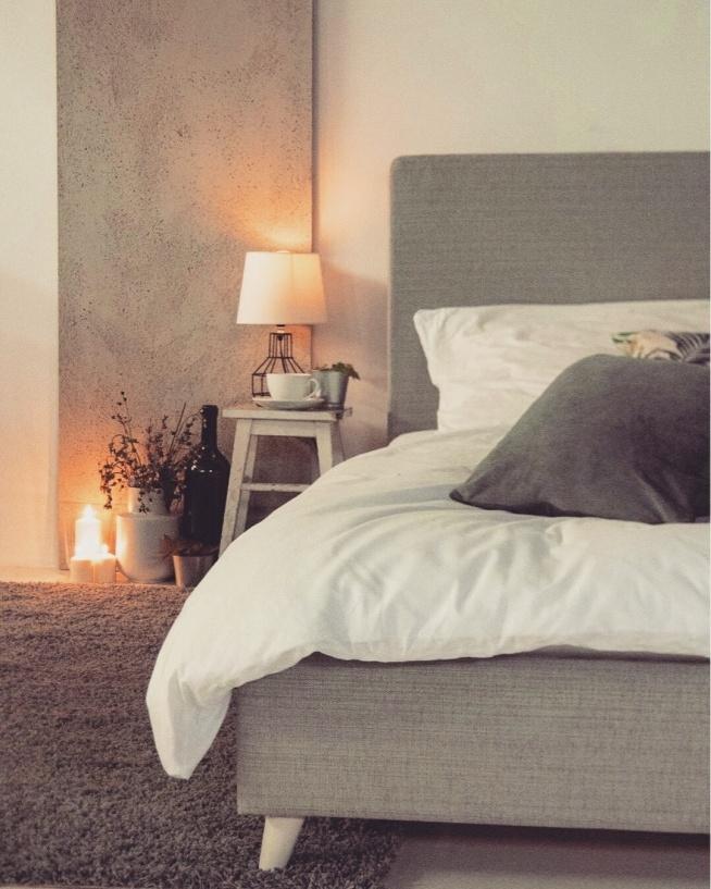 Klimatyczna Sypialnia Berkehome łóżko W Szarym Kolorze