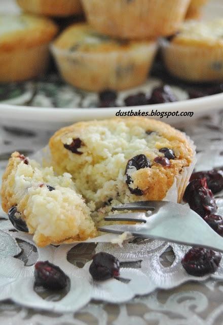 Świąteczne muffiny z twarogiem i żurawiną