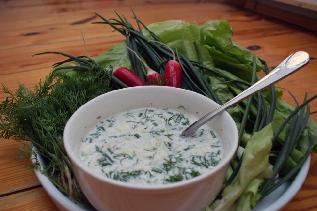 Warzywny chłodnik to prawdziwa bomba witaminowa, podany z jajkiem lub ziemniakami spełni rolę szybkiego obiadu. Przepis na blogu: pomylonegaryblog.wordpress.com