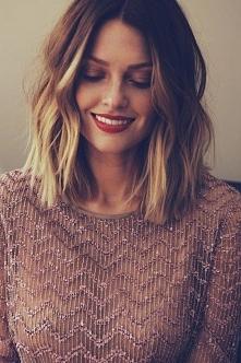 Piękne włosy i makijaż i wgl piękna kobieta *.*