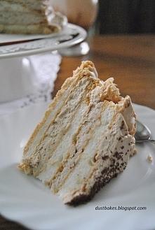 Tort  bezowy z nuta czekolady