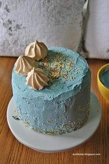 Śmietankowy tort urodzinowy...