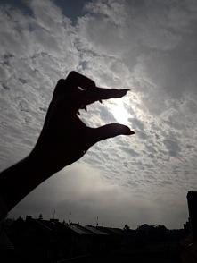 Chmury, poranna mgła. Wstał...