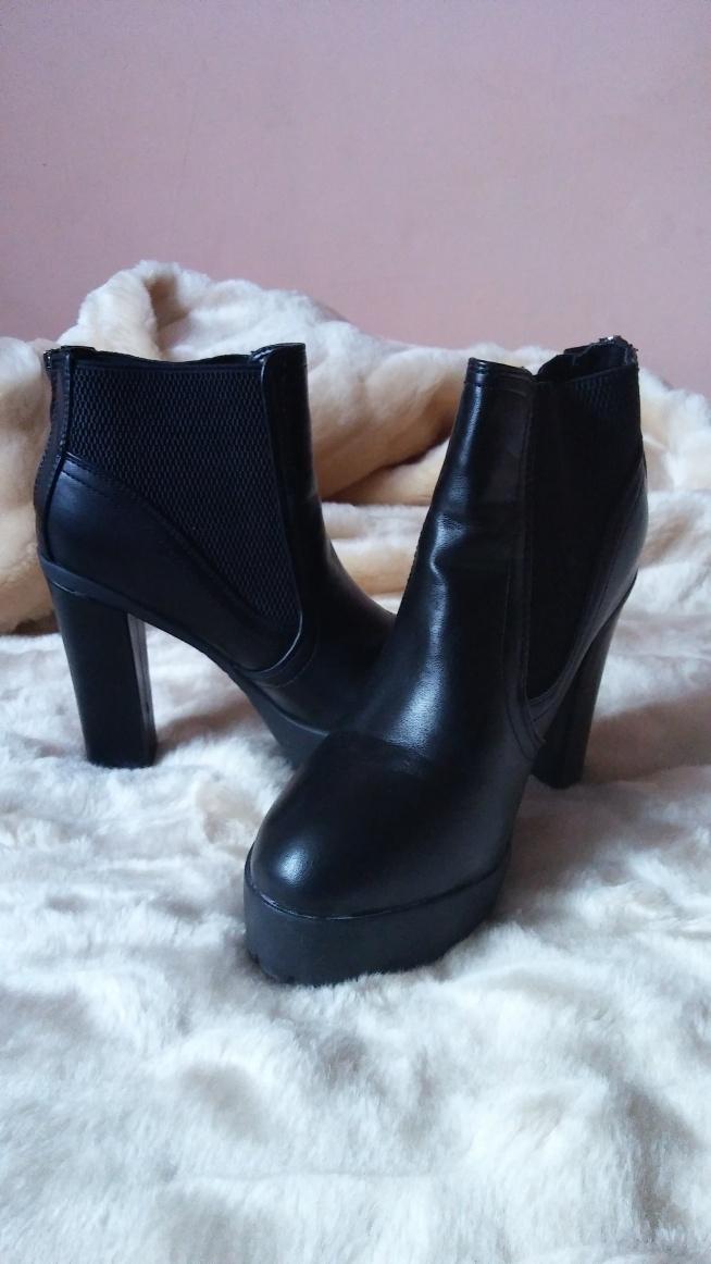 Może ktoś chętny na takie buty?