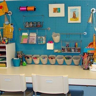 Jak zorganizować miejsce do nauki dla dziecka? Organizacja biurka dla chłopca – Inspiracje.