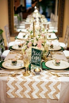złoto-beżowa dekoracja stołu