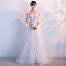 Eleganckie Białe Sukienki Wieczorowe 2017 Princessa Wycięciem 3/4 Rękawy Aplikacje Motyl Kwiat Perła Trenem Kaplica Wzburzyć Bez Pleców Przebili Sukienki Wizytowe