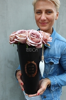 flower box z rózami cappucino tendom.pl