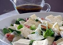 Sałatka z gruszką i serem pleśniowym z sosem balsamicznym