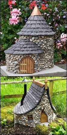 Miniaturowe domki w ogrodzi...