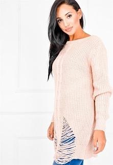 Długi ciepły sweter z warkoczem i modnym szarpanym dołem