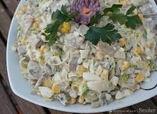 """Sałatka pieczarkowo-porowa  """"pyszna sałatka,ciekawa propozycja na domowe imprezy""""       duży por,     500g pieczarek     4 duże ogórki kiszone     5 jajek,     pół pus..."""