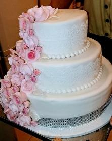 Tort weselny w modelinie