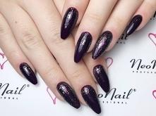 Lunar z nowej kolekcji NN i Pure Black. Manicure wykonała Kasia Kłósek z Pazn...