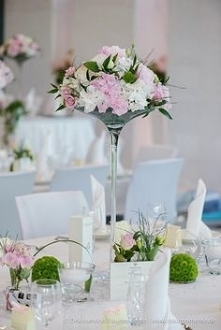 małe bukieciki na stoły weselne