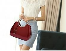 Lakierowana, elegancka torebka. Wiele wyjątkowych kolorów. Kliknij w zdjęcie i zobacz gdzie kupić! :)