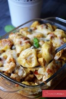 Zapiekanka z tortellini, pesto paprykowym i kurczakiem