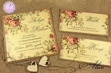 Zaproszenia w stylu Angielskim w formie trzech kart, przewiązane sznurkiem.
