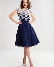 Piękna sukienka Chi Chi London Petite COLEEN. Do kupienia TU ➡️ najlepszesuki...
