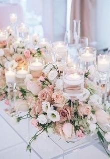 jasne, pastelowe kwiaty, dużo świec i nie może być inaczej niż cudownie <3...