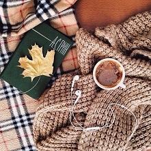 Jesienny wieczór warto czasem spędzić na spokojnie. Wystarczy kubek gorącego napoju, na przykład herbata z cytryną i dodatkiem imbiru i ulubiona muzyka ♥