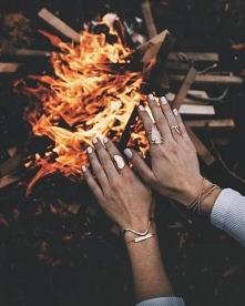 Ostatni moment na zrobienie ogniska, pieczenie pianek...
