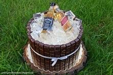 Tort beczka z mini buteleczkami Whisky i kostkami lodu z galaretki